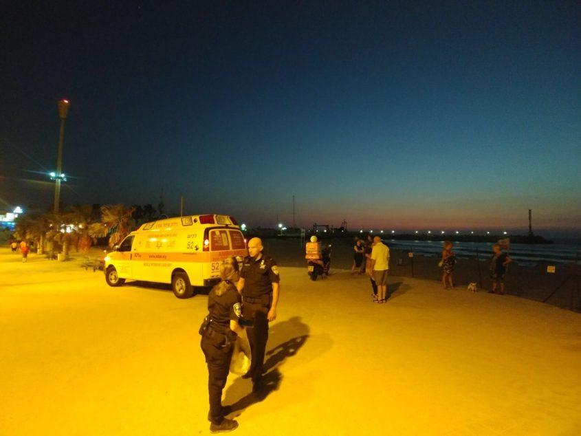 """השוטרים וצוותי מד""""א בחוף. אילוסטרציה: דוברות המשטרה"""