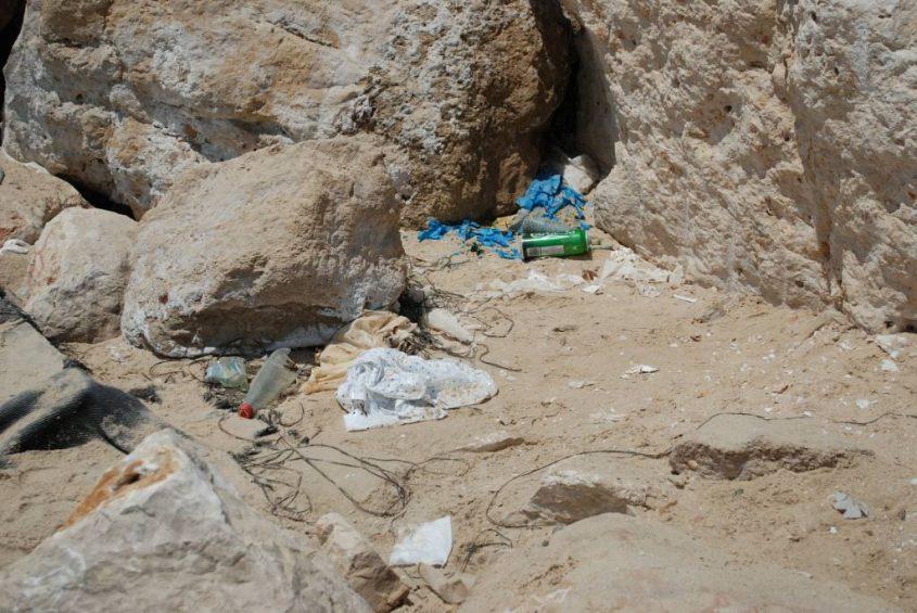 זבל בחוף. צילום: אלירם משה
