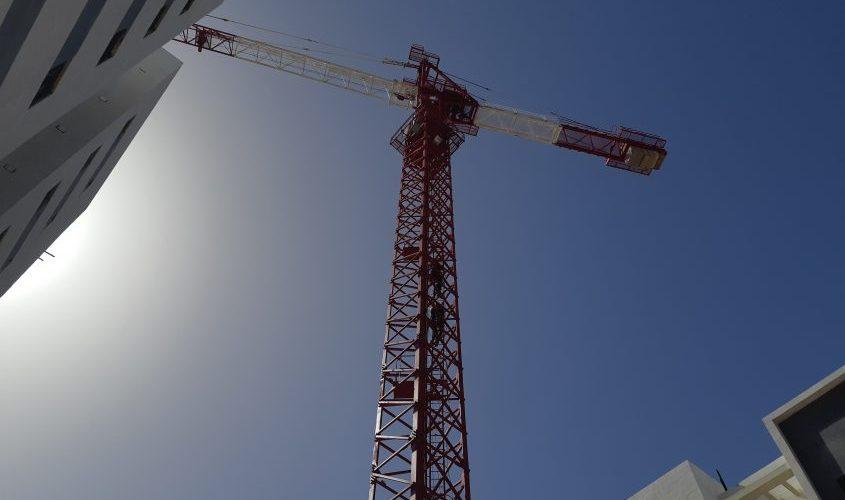 מנוף עגורן באתר בניה