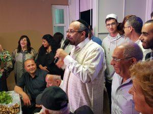 הרב יעקב אביטן בבית אביו הרב יצחק
