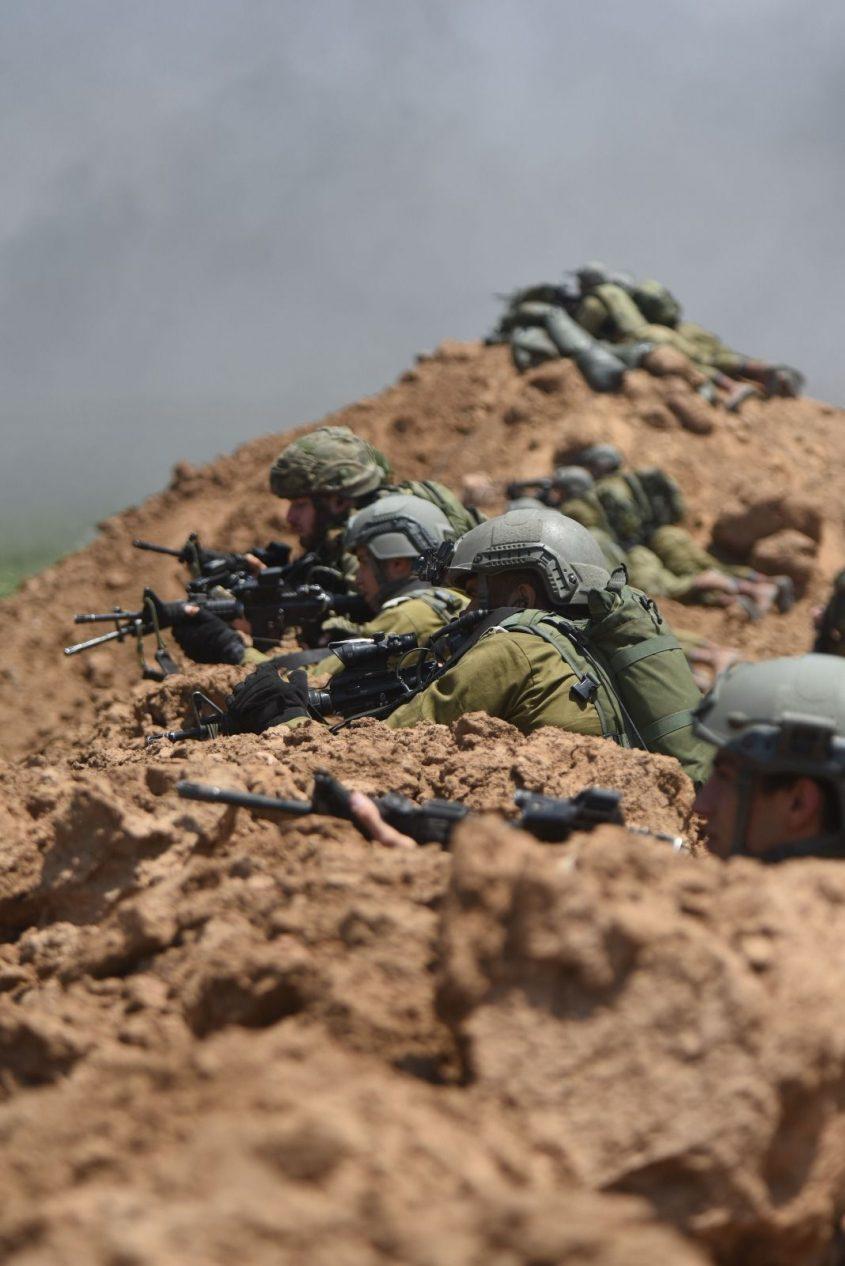 """חיילי צה""""ל בגבול הרצועה. צילום"""