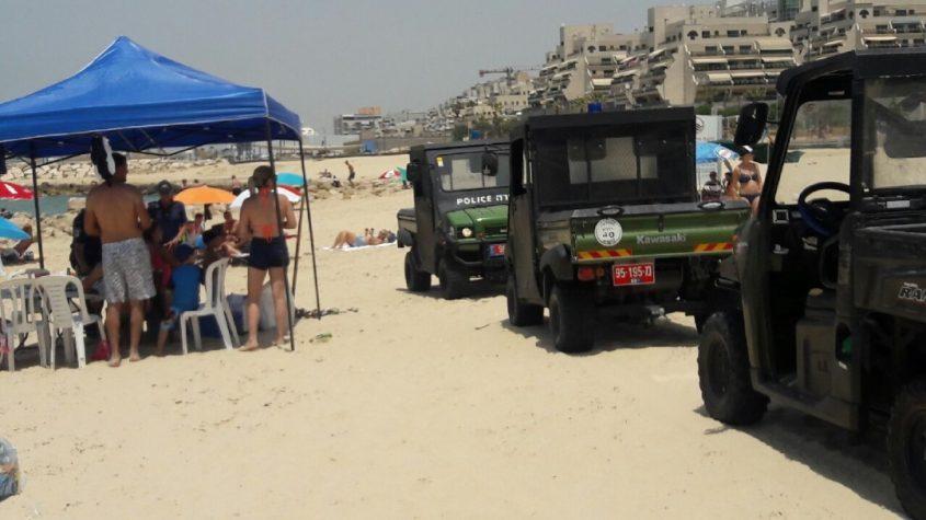 שוטרים בפעילות אכיפה בחופי הים. צילום: דוברות המשטרה