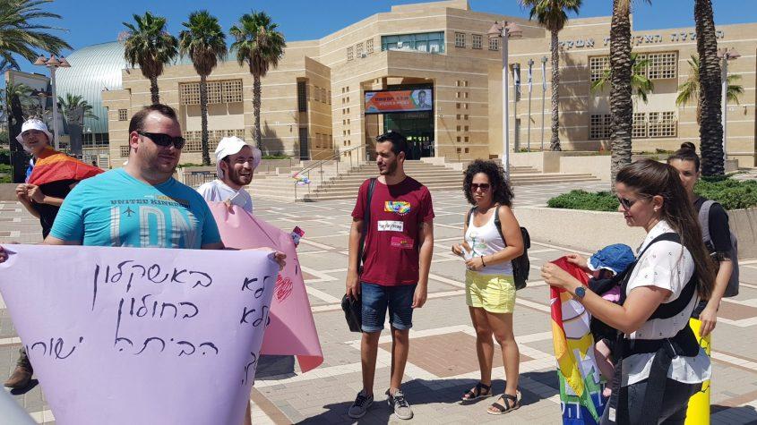 הפגנה בדרישה לפטר את יואל ישורון. צילום: דוד לוי