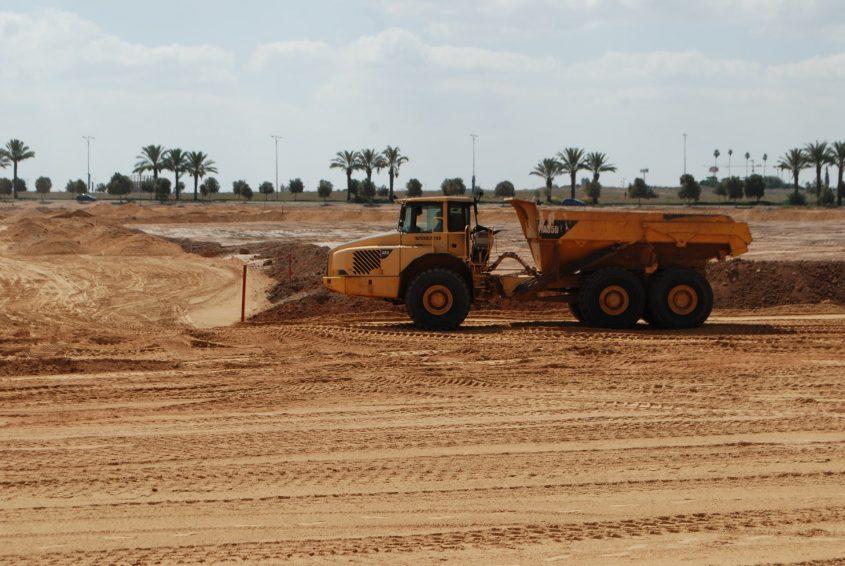 עבודות עפר תשתית עיר היין טרקטור. צילום: אלירם משה