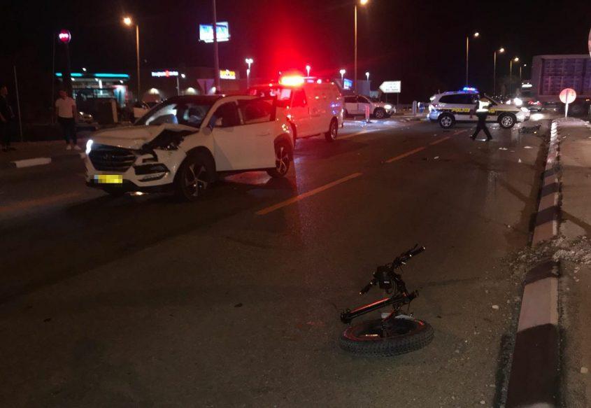 תאונת דרכים. אופניים צומת בת הדר כביש 4 ניידת משטרה
