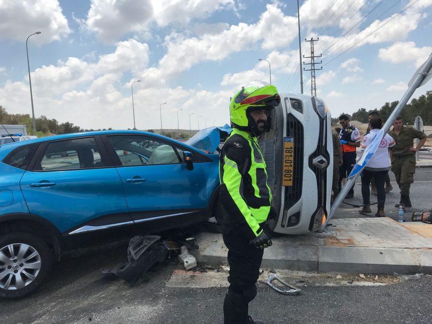 """מכוניות הפוכות ו-6 פצועים. צילום: תיעוד מבצעי מד""""א"""