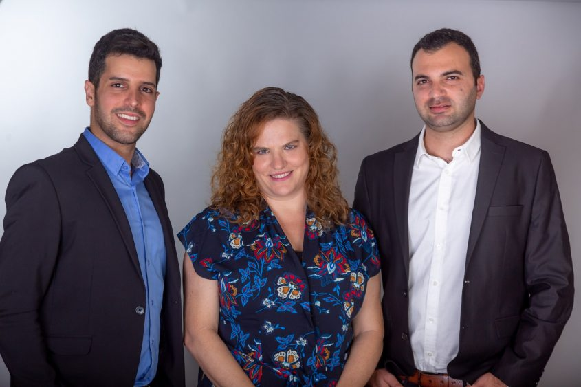 """מימין: ברק חדריאן, ד""""ר תמה חלפין ועו""""ד קובי בל. צילום אדי ישראל"""