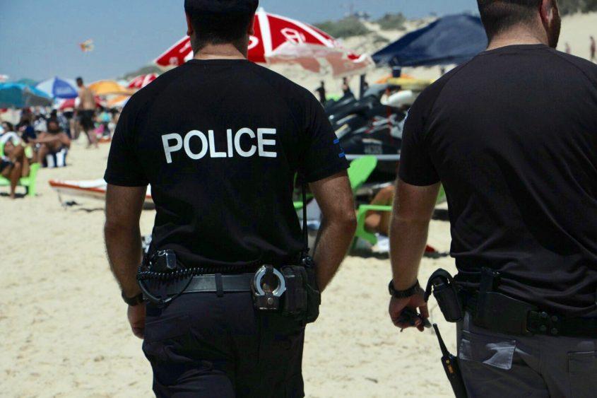 שוטרים בחוף הים. צילום: דוברות המשטרה