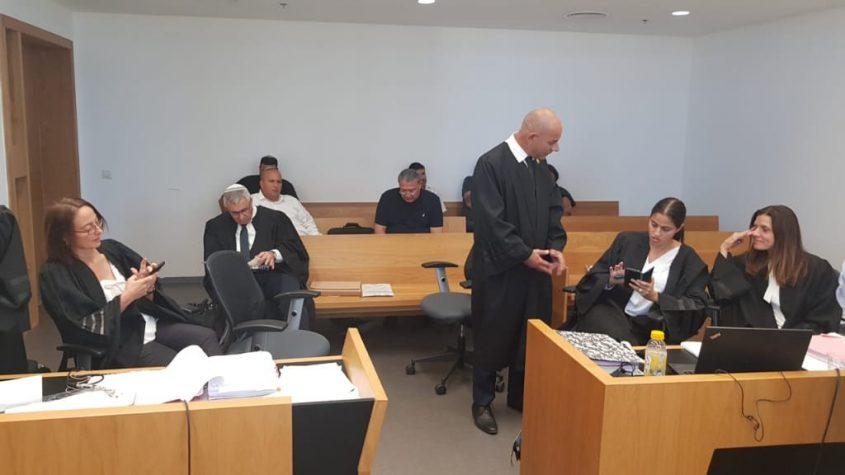 כך זה נראה. צוות ההגנה מול צוות התביעה במשפטו של איתמר שמעוני