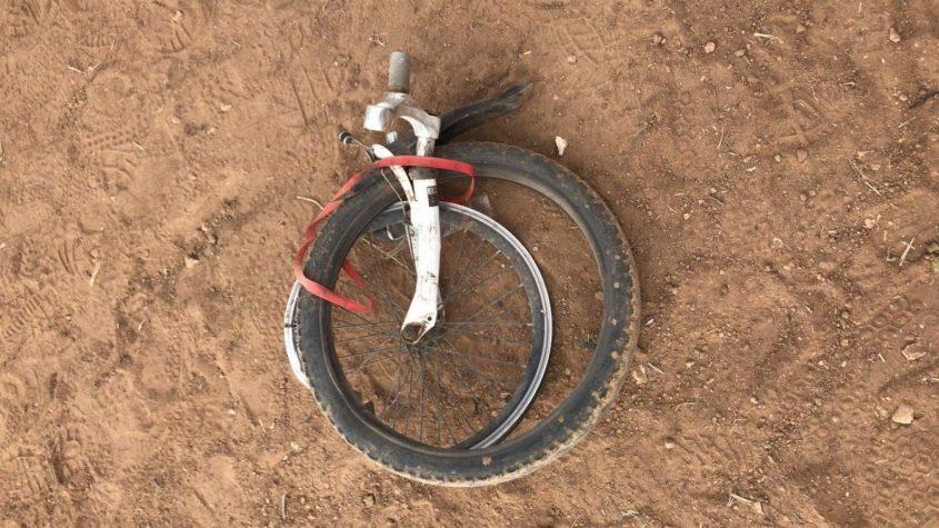 """גלגל האופניים שהתפרק במהלך התאונה. צילום: תיעוד מבצעי מד""""א"""
