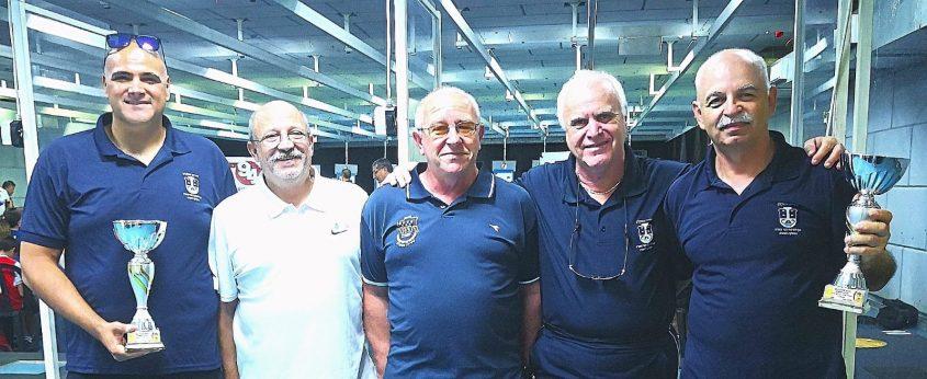 המנצחים של עיריית אשקלון עם הגביעים. צילום: באדיבות דוברות העירייה