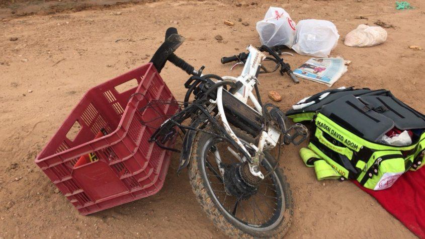 """האופניים לאחר התאונה. צילום: תיעוד מבצעי מד""""א"""