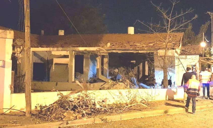 בית שנפגע מרקטה באשקלון. צילום: אורית מליחי