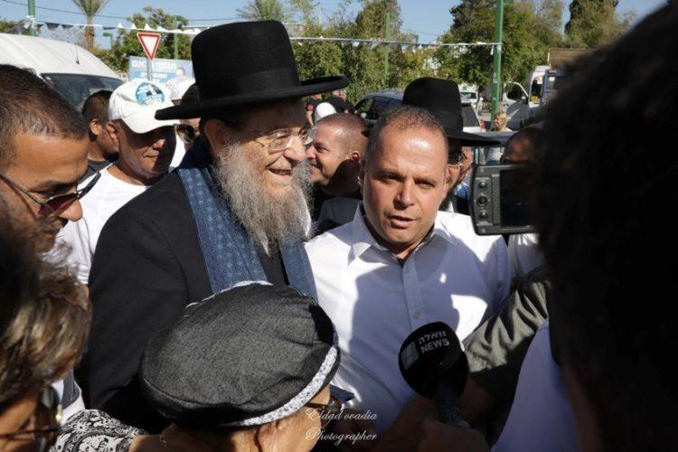 תומר גלאם והרב יצחק ברדא. צילום: אלדד עובדיה