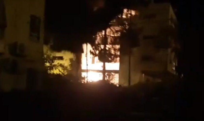 השריפה שנגרמה מנפילת הרקטה. צילום: אלירם משה