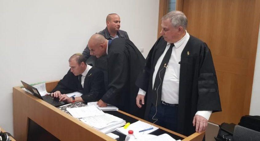 צוות ההגנה במשפטו של שמעוני. הבוקר בבית המשפט