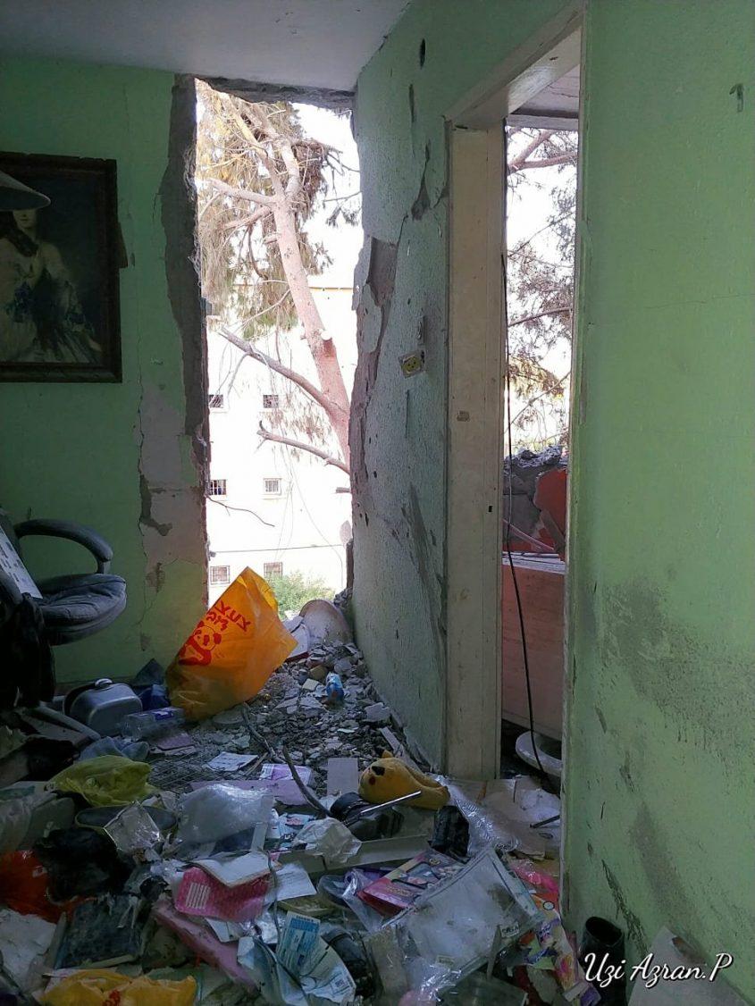 ההרס באחת מהדירות שנפגעו בדרום העיר