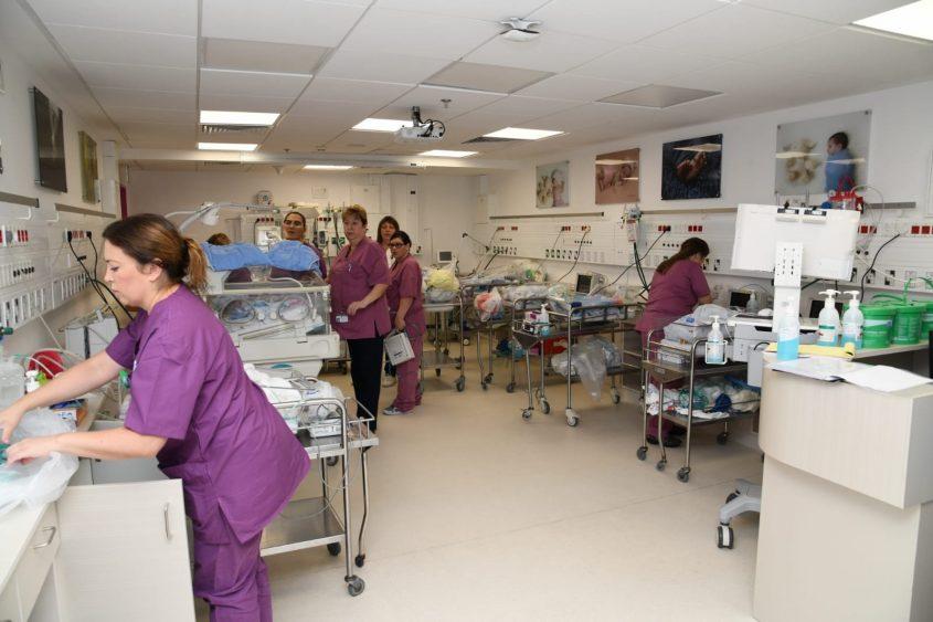 העברת הפגייה בבית החולים ברזילי למרחב מוגן. צילום: דוד אביעוז, דוברות ברזילי