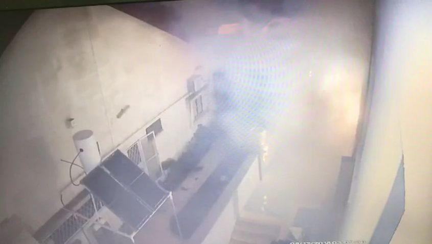 רגע פיצוק הרימון בחצר ביתו של גלולה