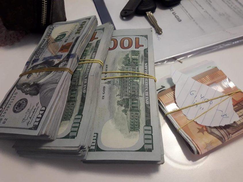 דולרים כסף סטפה שטרות ראיות הלבנת הון. אילוסטרציה: דוברות המשטרה