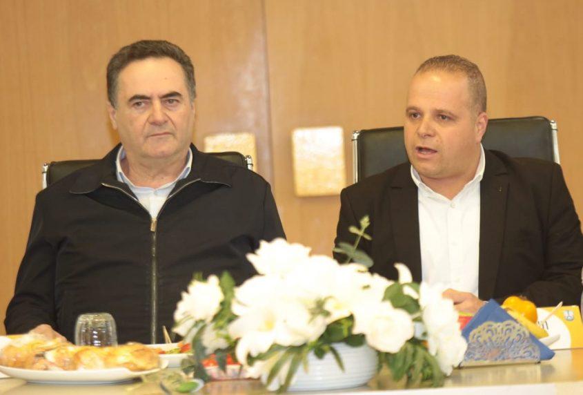 ראש העירייה, תומר גלאם ושר התחבורה, ישראל כץ. צילום: דוברות עיריית אשקלון