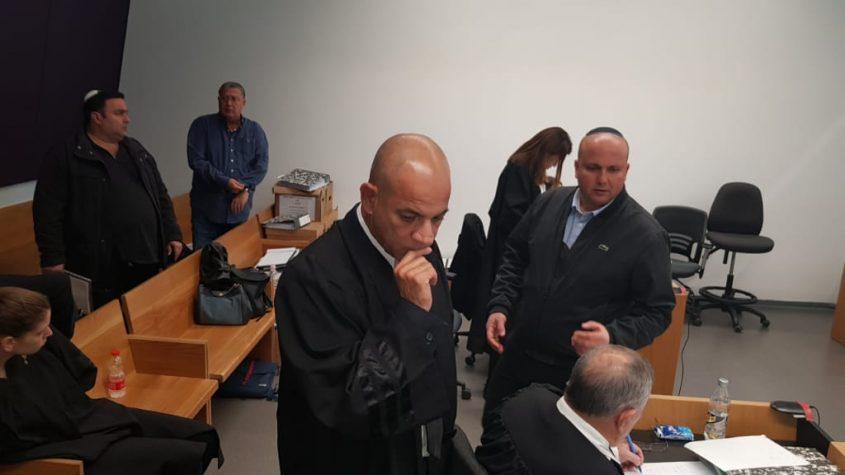 שמעוני באולם בית המשפט דקות לפני עדותו האחרונה