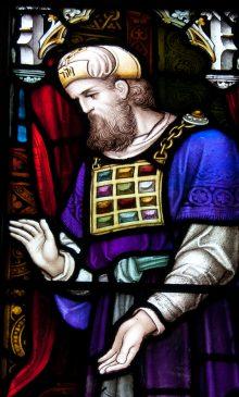 הכהן הגדול של בית המקדש של ירושלים כפי שהוצג במצגת של אנסמבל הבתולה הקדושה. (Andreas F. Borchert) מתוך: ויקיפדיה