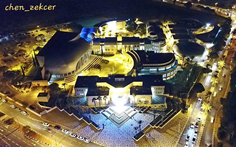 """קומפלקס מבנים ארכיטקטוניים ייחודיים. """"המכללה האקדמית אשקלון"""". צילום: חן מכלוף זקצר."""