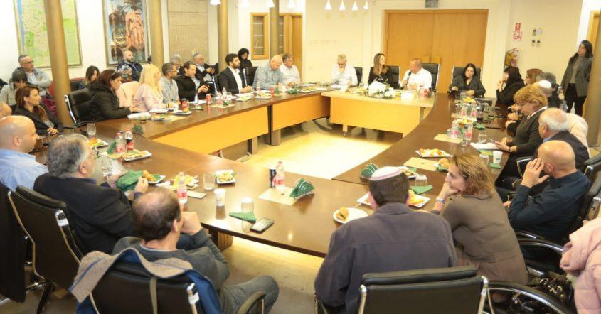 הישיבה של השרה וצמרת משרד השיכון עם בכירי העירייה. צילום: דוברות עיריית אשקלון