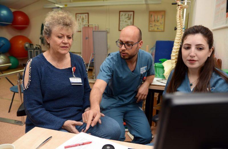 מריה סילבוב וצוות פיזיותרפיה. צילום: מורן ניסים.