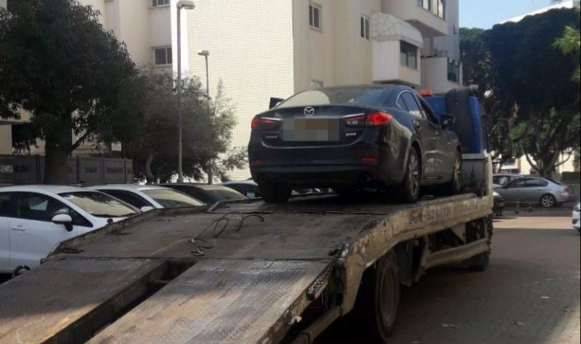 הרכב המושבת על הגרר במדרך למגרש אחסון המכוניות של המשטרה. צילום: דוברות המשטרה