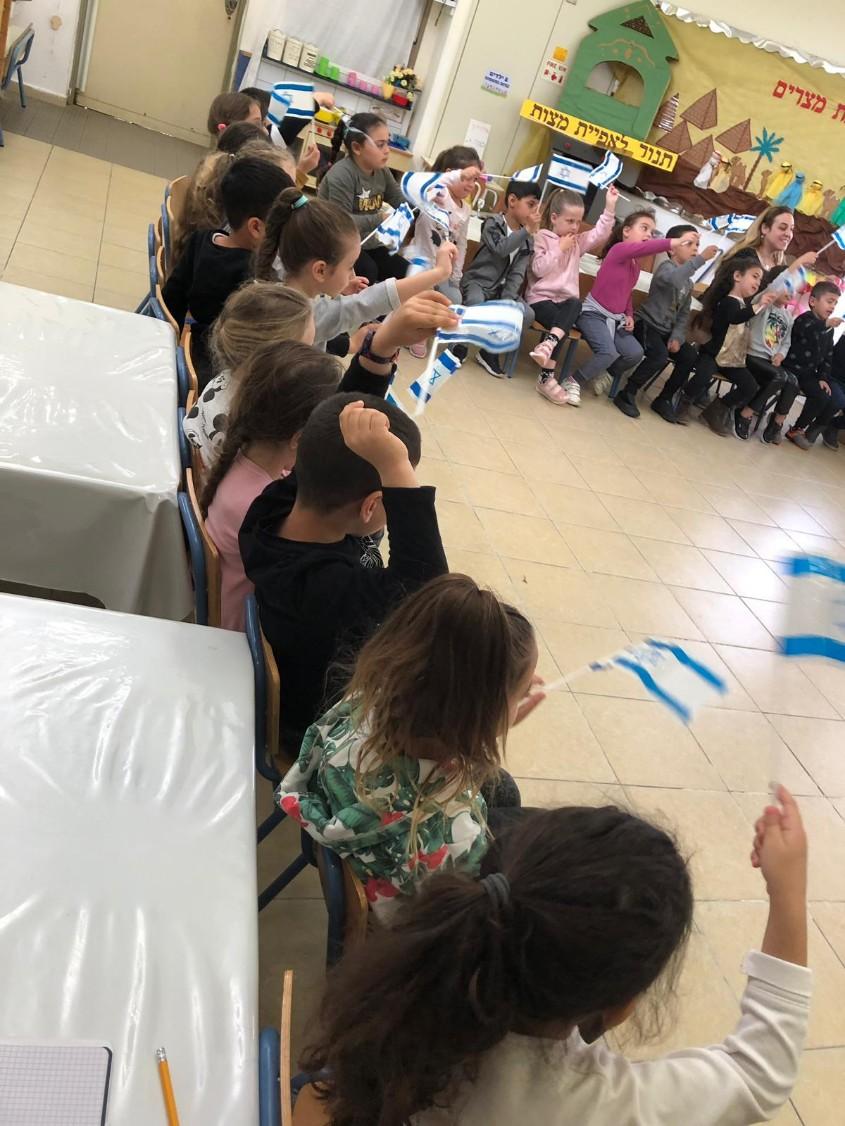 תלמידי גן עינב ביום בחירות