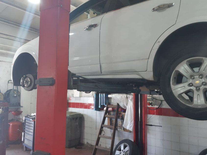 רכב על הליפט במוסך. אילוסטרציה: אלירם משה
