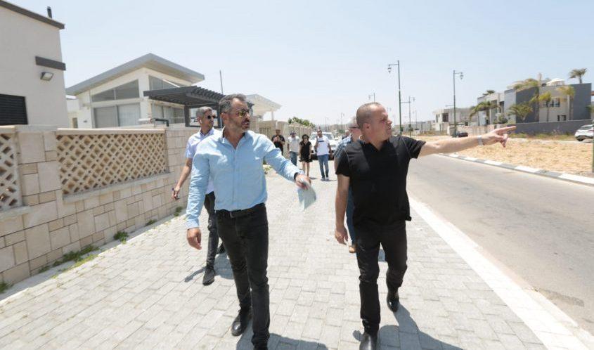 גלאם בסיור בברנע ב' ו-ג'. צילום: דוברות העירייה