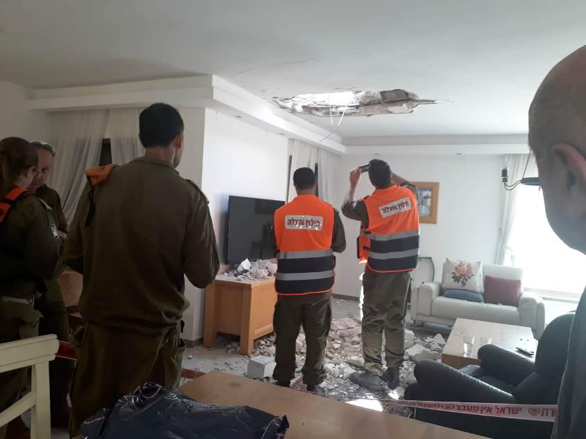 כוחות הצבא בבית שנפגע