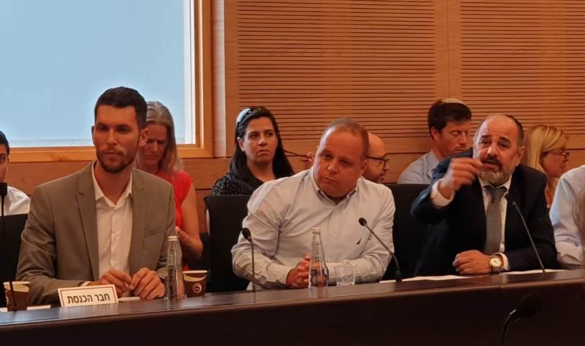 תומר גלאם בוועדת הכספים. צילום: דוברות עיריית אשקלון