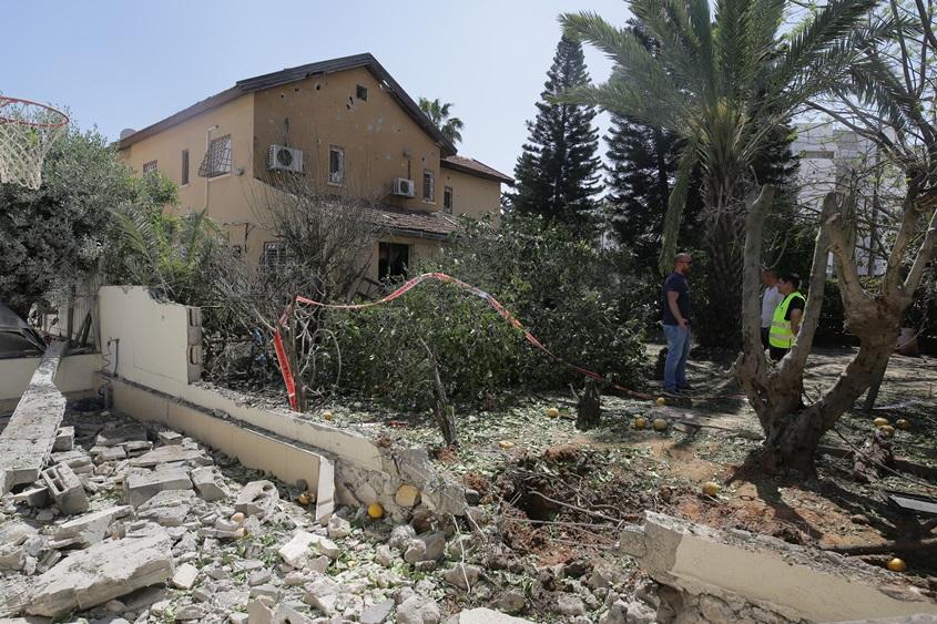 """חצר הבית בו נהרג משה אגדי ז""""ל. צילום: אילן אסייג"""