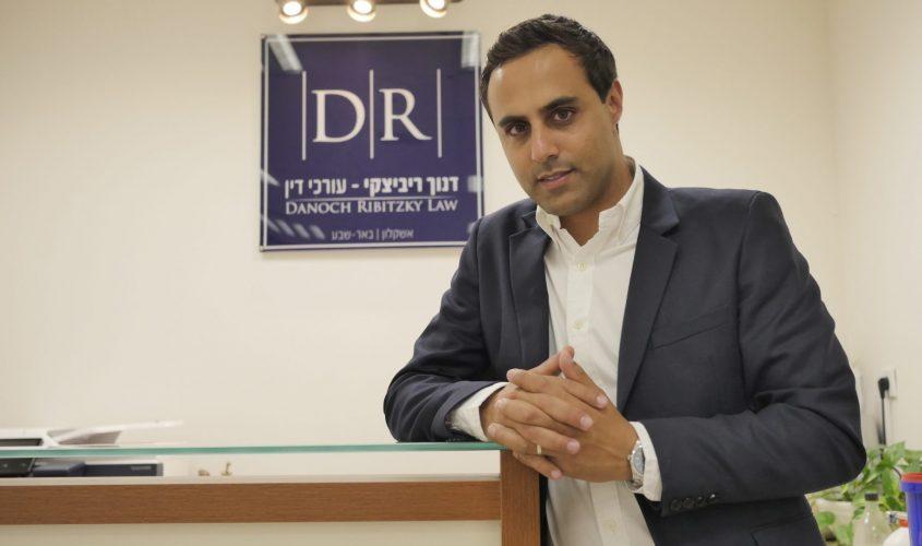 """עו""""ד אלעד דנוך במשרדו. צילום: פבל"""