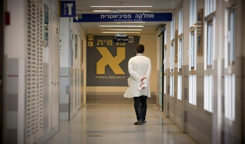 רופא בבית חולים. צילום: דודו בכר