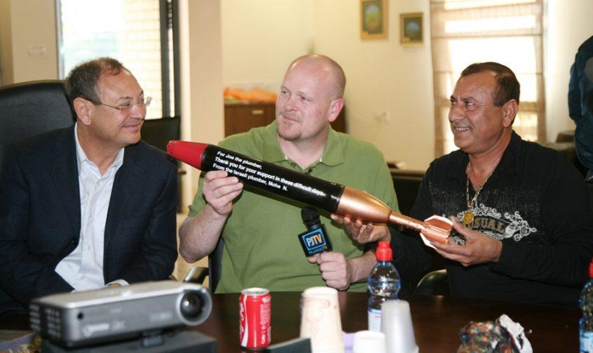 ניסימפור והטיל עם ראש העירייה לשעבר, בני וקנין