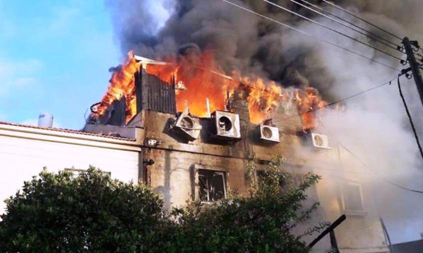 השריפה בביתה של כרמל מעודה. צילום: דוברות כבאות והצלה מחוז מרכז