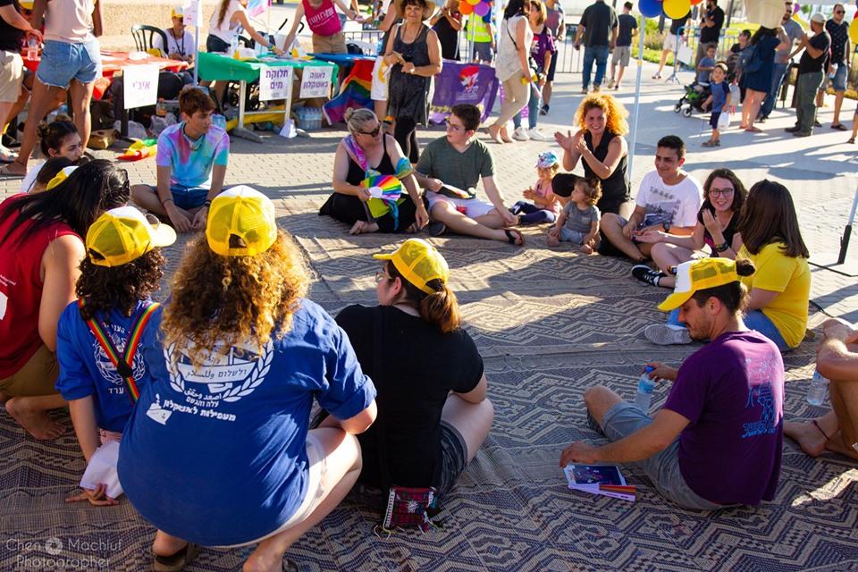 מעגלי שיח באירוע הגאווה באשקלון. צילום: חן מכלוף