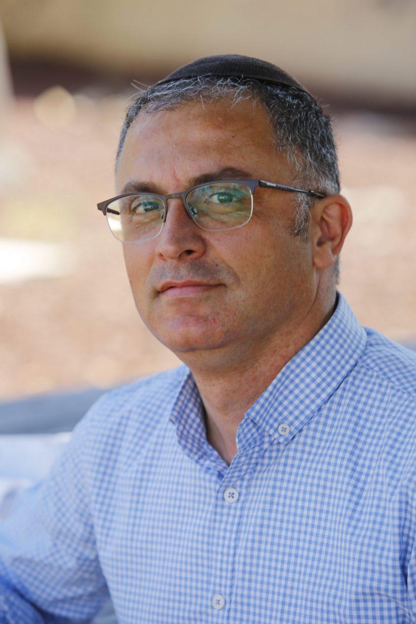 הרב ציון פשוט, מנהל ישיבת צביה. צילום: פבל