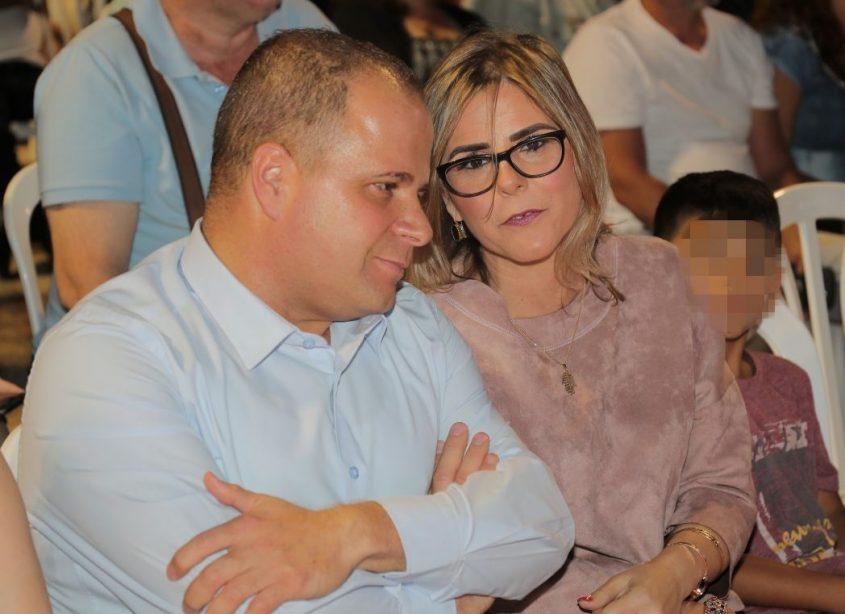תומר גלאם ומנהלת אורט אפרידר, דבורה בוסקילה. צילום: דוברות עיריית אשקלון