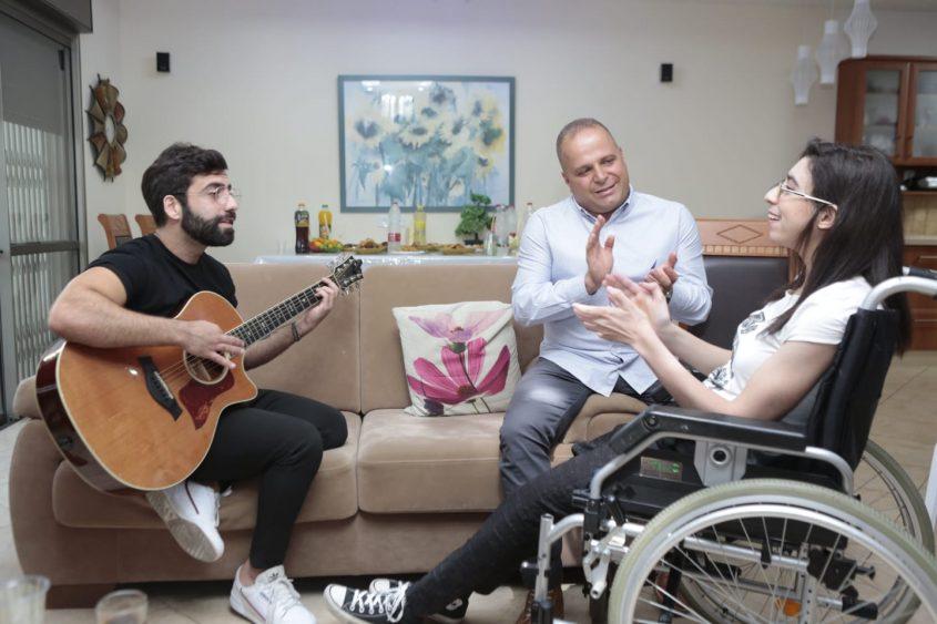 אליעד נחום, תומר גלאם ונועה כהן. צילום: דוברות עיריית אשקלון