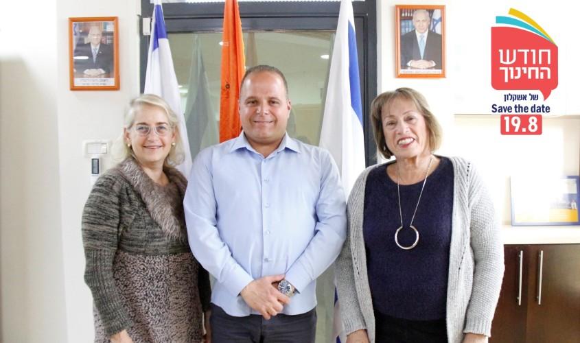 עדנה ולנשטיין, תומר גלאם ודלית שטאובר. צילום: דוברות עיריית אשקלון