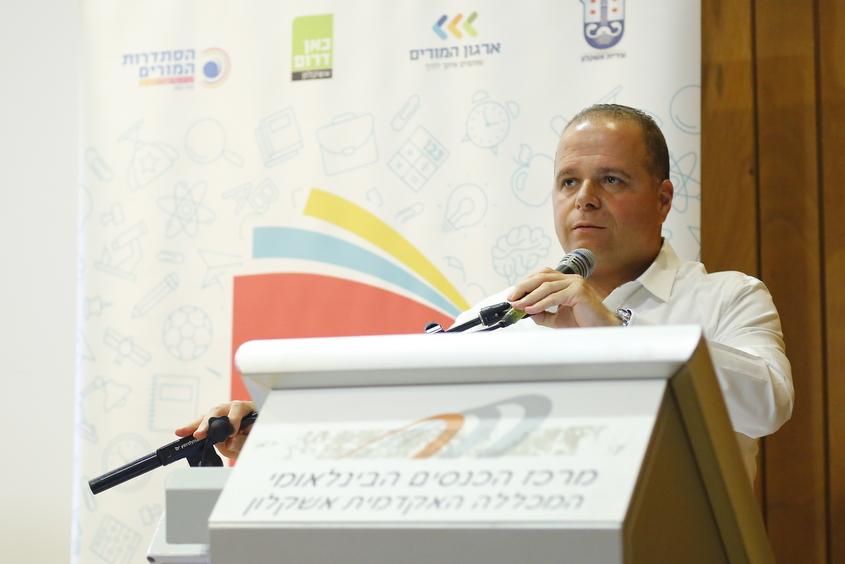 תומר גלאם בוועידת ערי ישראל לחינוך. צילום: פבל