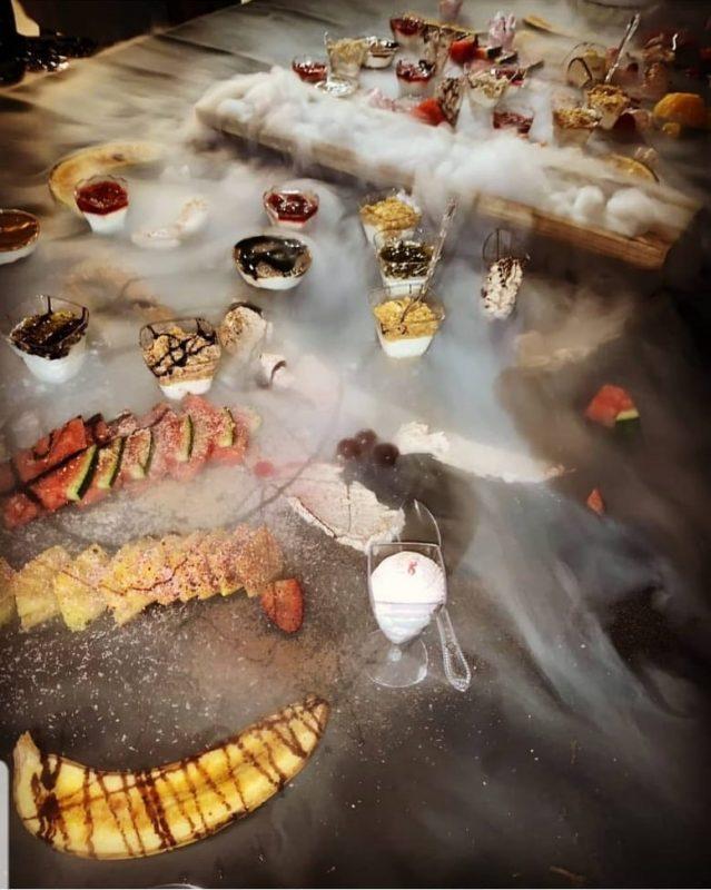 שולחן קינוחים שהוא הצגה בפני עצמו. צילום: מיקי סויסה.