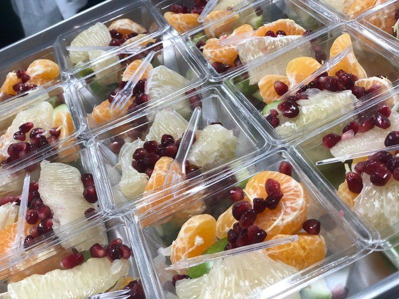 פירות טריים מגיעים מוכנים להגשה (צילום: צילום עצמי)
