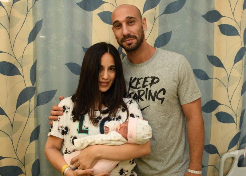 בני הזוג למל ובתם הבכורה מייה. קרדיט: צילום רפואי ברזילי